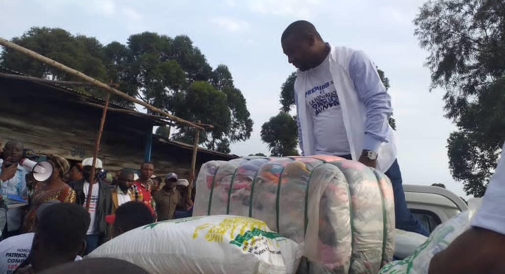 Patrick Munyomo assiste les sinistrés du Nyiragongo