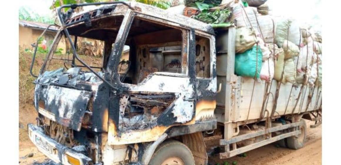 Véhicule incendié dans une embuscade ADF
