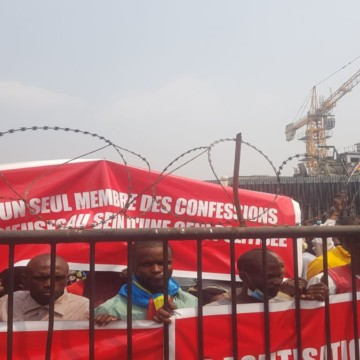 Militants de Lamuka devant le siège de la CENCO
