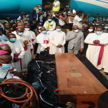 Arrivée cercueil de Monsengwo