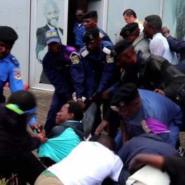 Les militants de la Lucha bastonnés par la police à Goma