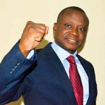 Chérubin Okende brutalisé par des policiers devant la Cour constitutionnelle