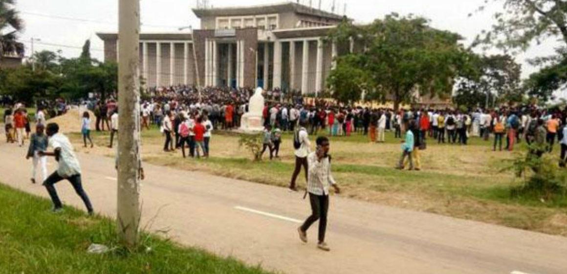 Vive tension à l'Université de Kinshasa, la police use du  lacrymogène pour disperser les étudiants