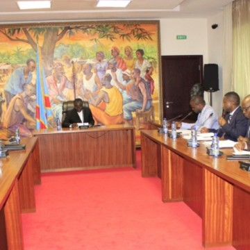 Le gouvernement prend en charge l'inhumation des morts de l'accident de Mbanza-Ngungu