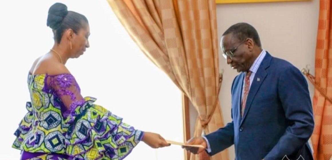 Sylvestre Ilunga Ilunkamba  a déposé le projet de budget 2020 au bureau de l'Assemblée nationale