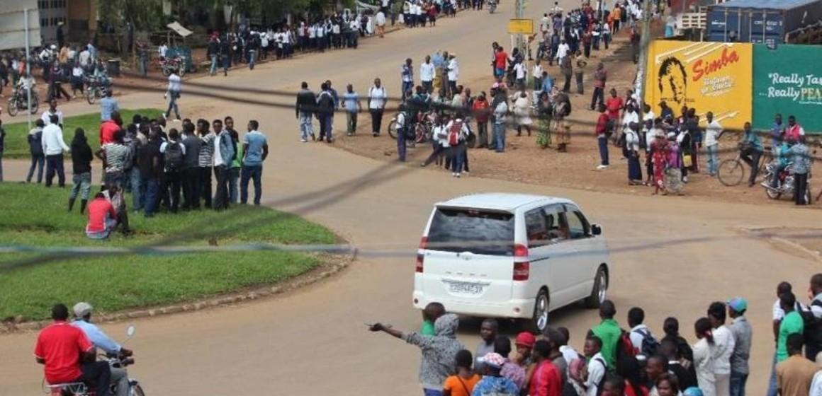 Tous les engins roulants et les colis transportés par les piétons seront systématiquement contrôlés et fouillés à Beni