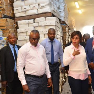 La ministre de l'Economie en tournée d'inspection pour s'assurer du stock des produits de grande consommation