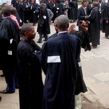 Les magistrats suspendent leur grève