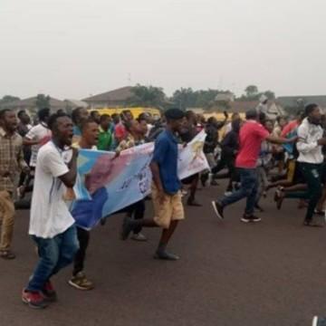 Jeudi chaud à Kinshasa : UDPS – PPRD en combat de rue, la police déployée