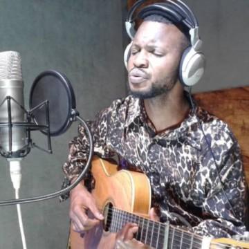 """Vingt ans après la guerre de six jours à Kisangani, Sire Joël Ngoyi lance la chanson """"Jambo"""""""