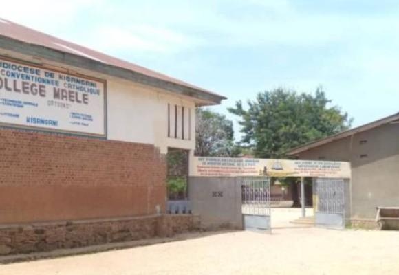 Covid-19 : la Tshopo désinfecte les salles de classes pour la reprise des cours