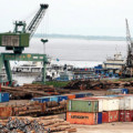 Des agents de la SCTP ont manifesté pour exiger la fermeture des ports privés illégaux