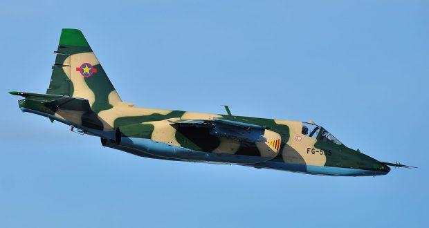 Des avions de chasse angolais en parade dans le ciel de Kinshasa