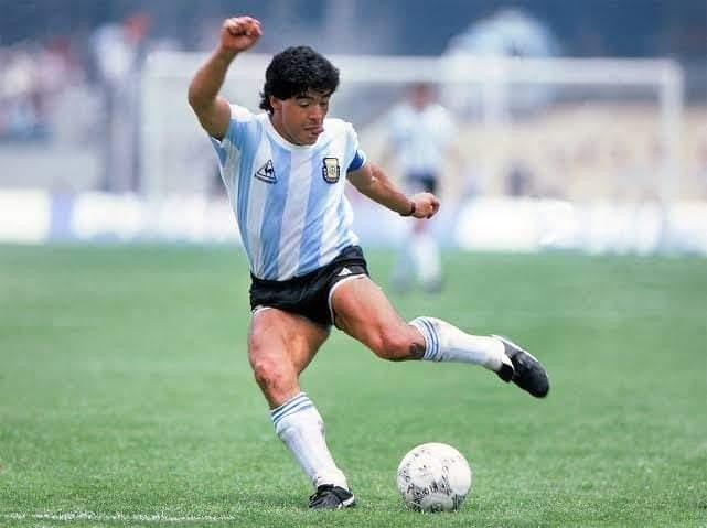 Diego Maradona, le Dieu du ballon rond, est mort à 60 ans