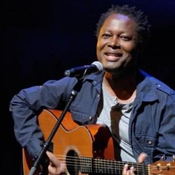 Lokua Kanza annonce la sortie de l'album « Moko » en 2021