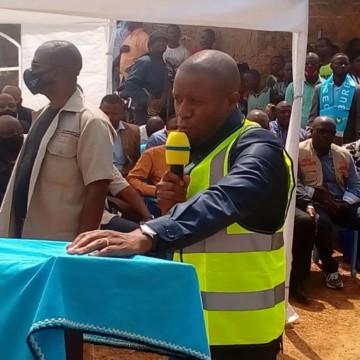 Beni : Le gouverneur Carly Kasivita lance les travaux de construction de la mairie