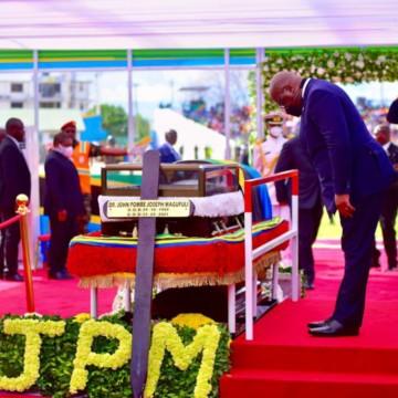 Félix Tshisekedi a rendu hommage au défunt président John Pombe Magufuli