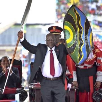 Félix Tshisekedi peiné par la mort du président tanzanien John Magufuli