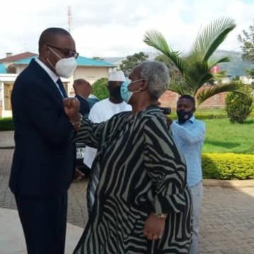 Sud-Kivu : Bintou Keita félicite la réponse de Théo Ngwabidje à la situation des déplacés de Goma
