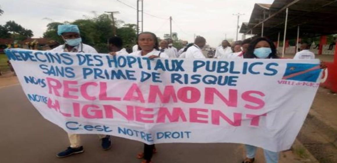 Santé : les syndicats des médecins durcissent leur grève
