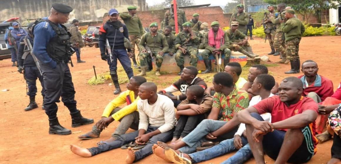 Criminels présentés à la presse de Beni
