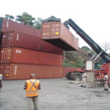 Containers au port de Matadi
